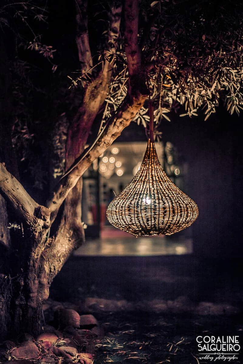 Une lampe, parfaite pour une demande en mariage à Marrakech.
