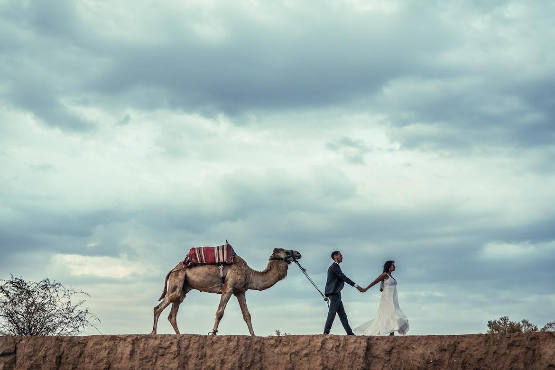 Couple marié dans le désert de Marrakech