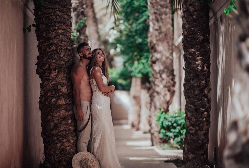 Jeunes mariés en voyage de noces à Marrakech