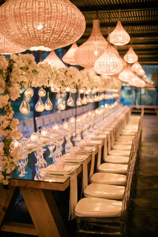Table décorée dans une location de villa à Marrakech