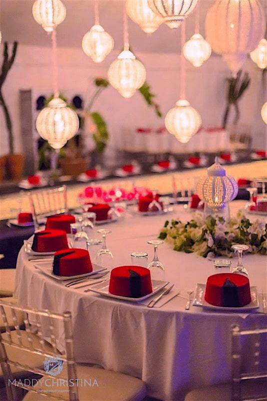 Table garnie pour un EVG dans une villa en location à Marrakech