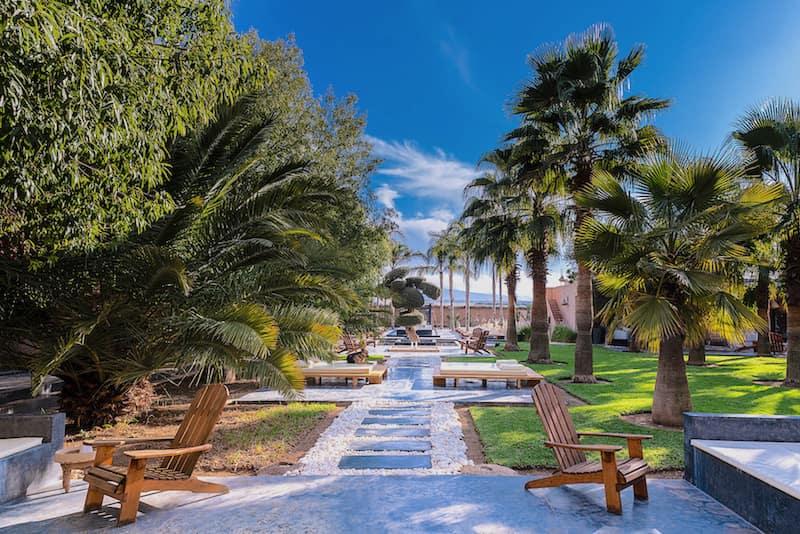 Location d'une maison à Marrakech pour un Enterrement de Vie de garçon avec un jardin verdoyant
