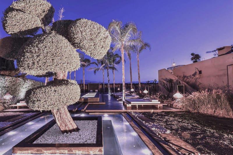 location d'une villa avec jacuzzi au crépuscule à Marrakech