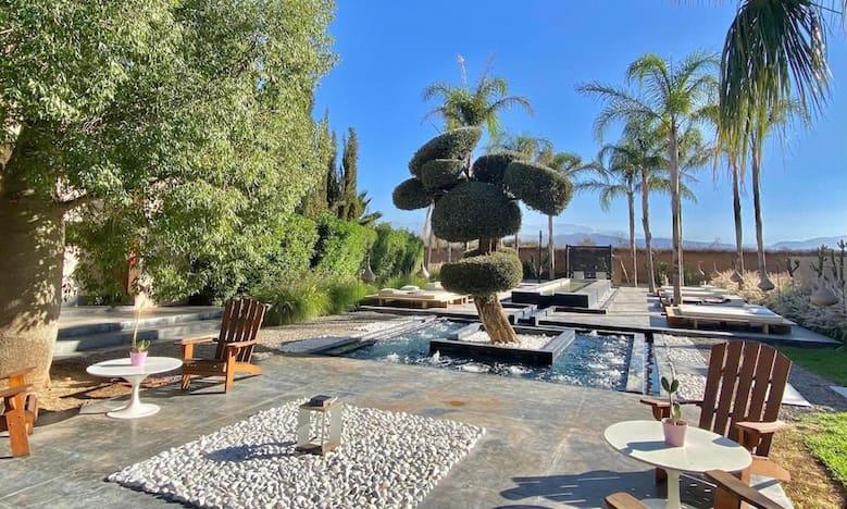 jacuzzi en plein soleil pour la location d'une villa à Marrakech