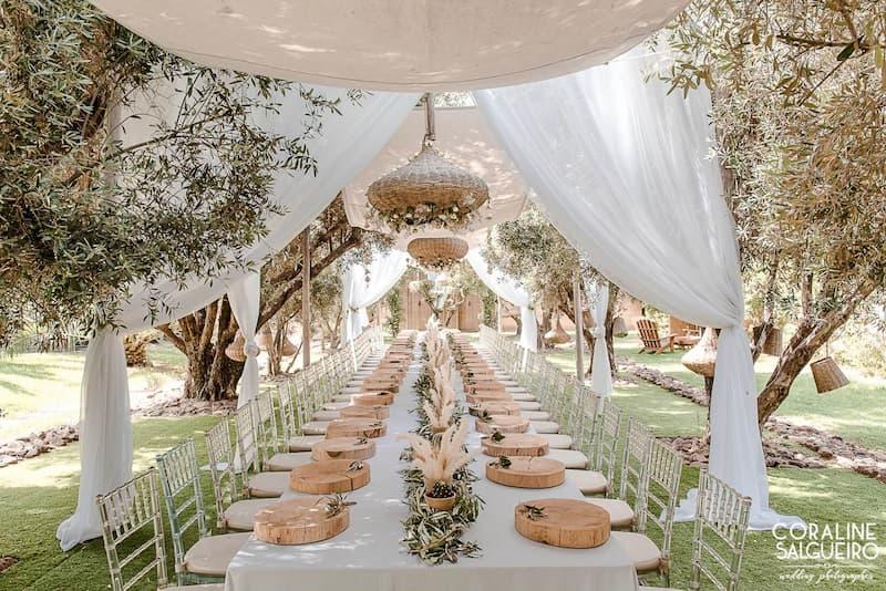 Longue table pour un repas de la cuisinière de la Villa Taj Marrakech